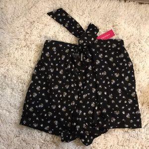 Black dressy shorts / skirt